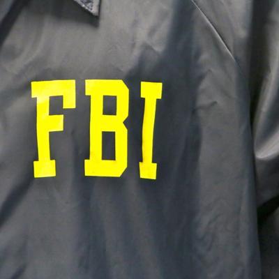 FBI realiza operativo en residencial en Cataño