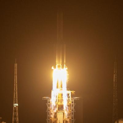 China lanza misión para traer material de la Luna