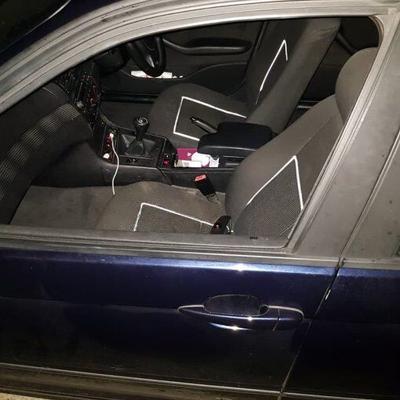 Mujer se cae de auto mientras grababa vídeo en autopista