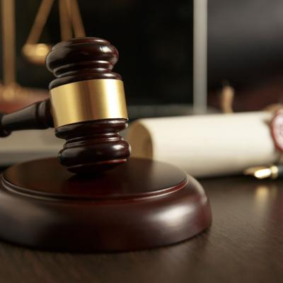 Piden se declare inconstitucional parte de orden ejecutiva del toque de queda