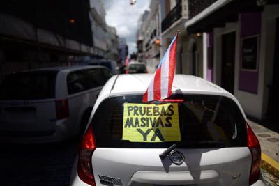 Piden pruebas masivas en protesta frente a La Fortaleza