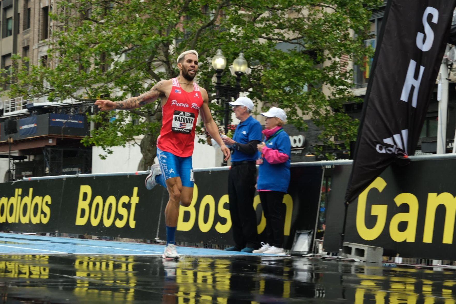 Wesley Vázquez gana carrera callejera en Boston