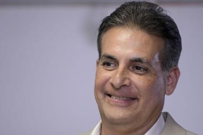 Bhatia pide que empresas privadas publiquen planes de reapertura