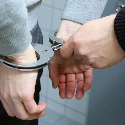 Arrestan a sujeto por trasiego de drogas en Salinas