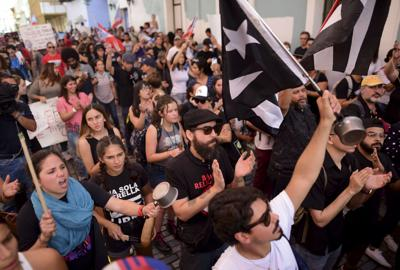 Manifestantes exigen la salida de Wanda Vázquez