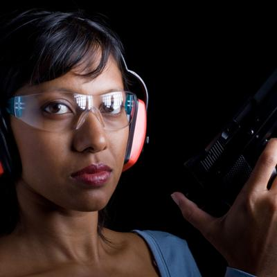 Más mujeres se arman para sentirse seguras en Puerto Rico