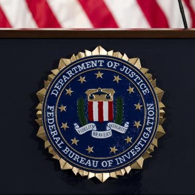 FBI niega haber pedido a Dallas mantener en cargo a policía