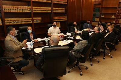 Representantes se reúnen para evaluar el Código Civil