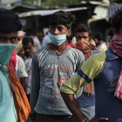 India mantiene tendencia a la baja en casos de coronavirus