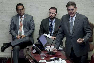 Cuestionan al Senado por convocar sesión presencial