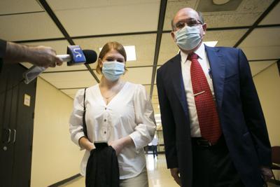 Se reserva decisión sobre si hija de Casellas será tercer custodio