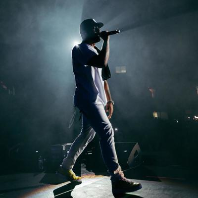 Eladio Carrión arrasa en show en Miami