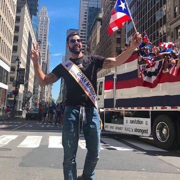 Ricky Martin parada puertorriquena bandera