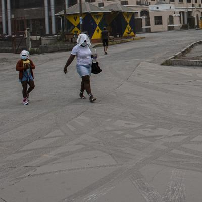Volcán en San Vicente lanza enorme cantidad de cenizas