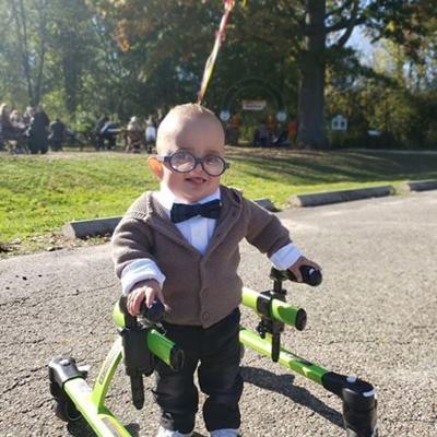 Bebé con parálisis cerebral muestra adorable disfraz de UP