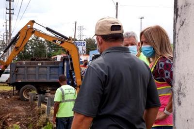 Municipio de Canóvanas interviene con 23 familias y dos comerciantes por sacar escombros