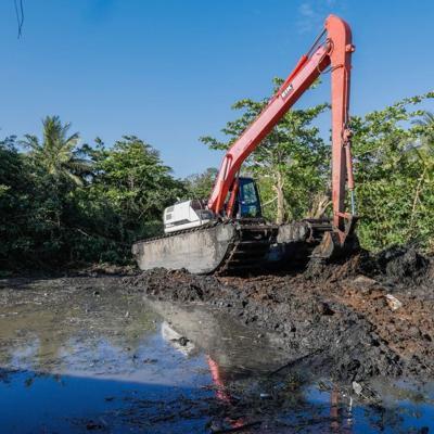 Acuerdan trabajo colaborativo para limpieza del Caño Martín Peña