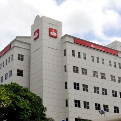 FirstBank compra a Santander
