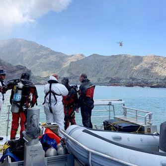 Nueva Zelanda: Gases merman tareas de búsqueda tras erupción