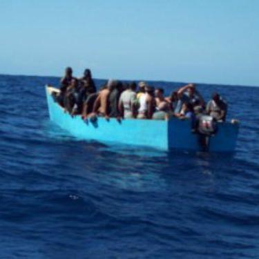 Rescatan a ocho cubanos tras naufragar cerca de Florida
