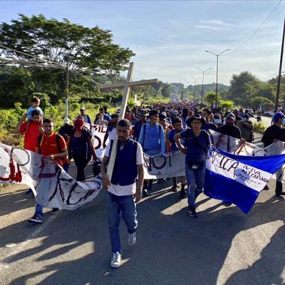 Una caravana de migrantes inician marcha desde el sur de México hacia los Estados Unidos