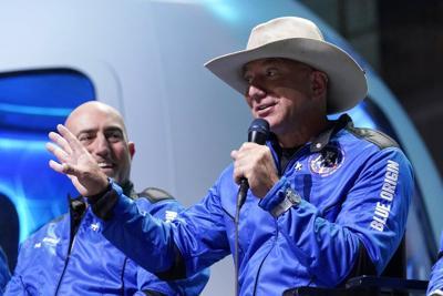 """Bezos llega al espacio: """"¡El mejor día de todos!"""""""