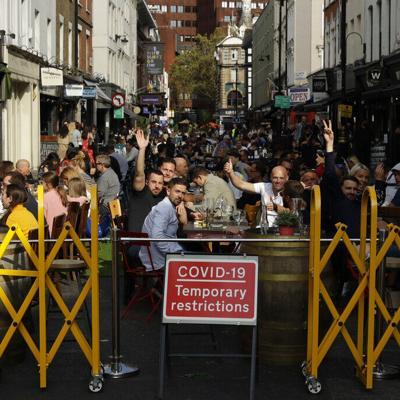 Gran Bretaña sube las multas a infractores de cuarentenas