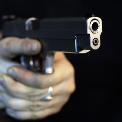Arrestan a sospechoso de dispararle a mujer en motel de Vega Baja