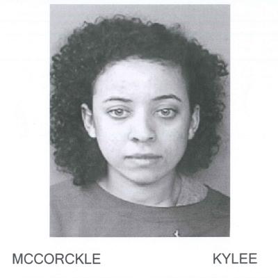Arrestan a mujer residente de Michigan por fraude