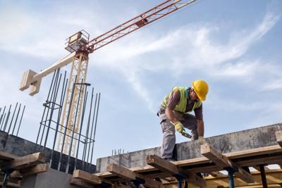 Trabajadores de la construcción buscan alternativas