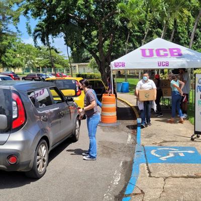 Universidad Central entrega 353 cajas de alimentos a universitarios y comunidades en Bayamón