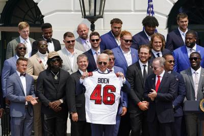 Biden le da la bienvenida a los Buccaneers en la Casa Blanca