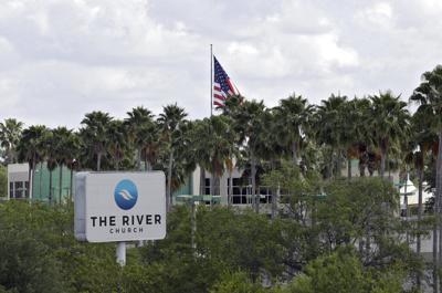 Florida: Arrestan a pastor por violar orden sobre reuniones