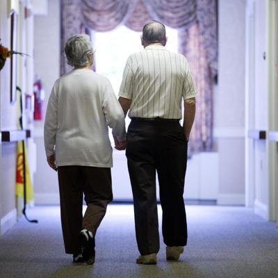 Acusan a 60 personas en EE.UU. por fraude contra ancianos