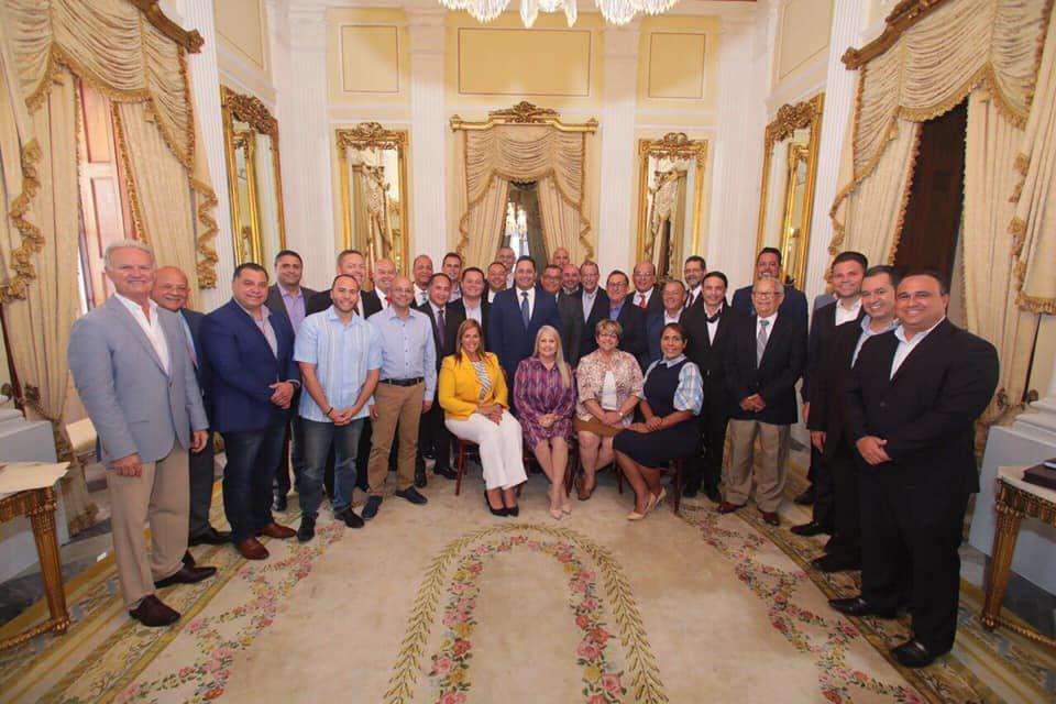Federacion de alcaldes y gobernadora