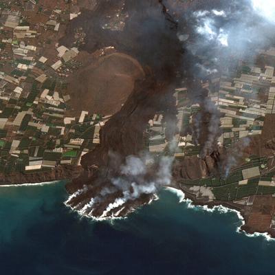 Sigue rugiendo el volcán en España y los habitantes de la Isla La Palma temen que haya nuevos sismos