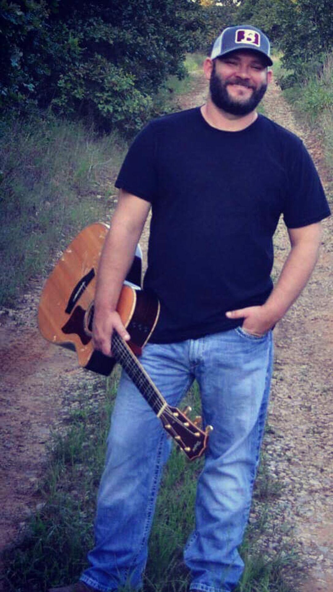 Bryan Knowles in concert (2).jpg