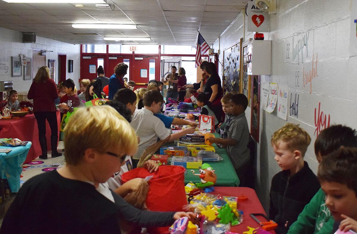 Hiawatha first graders support local food shelf