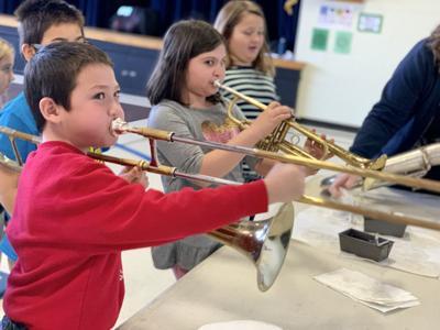 Hiawatha students enjoy musical petting zoo