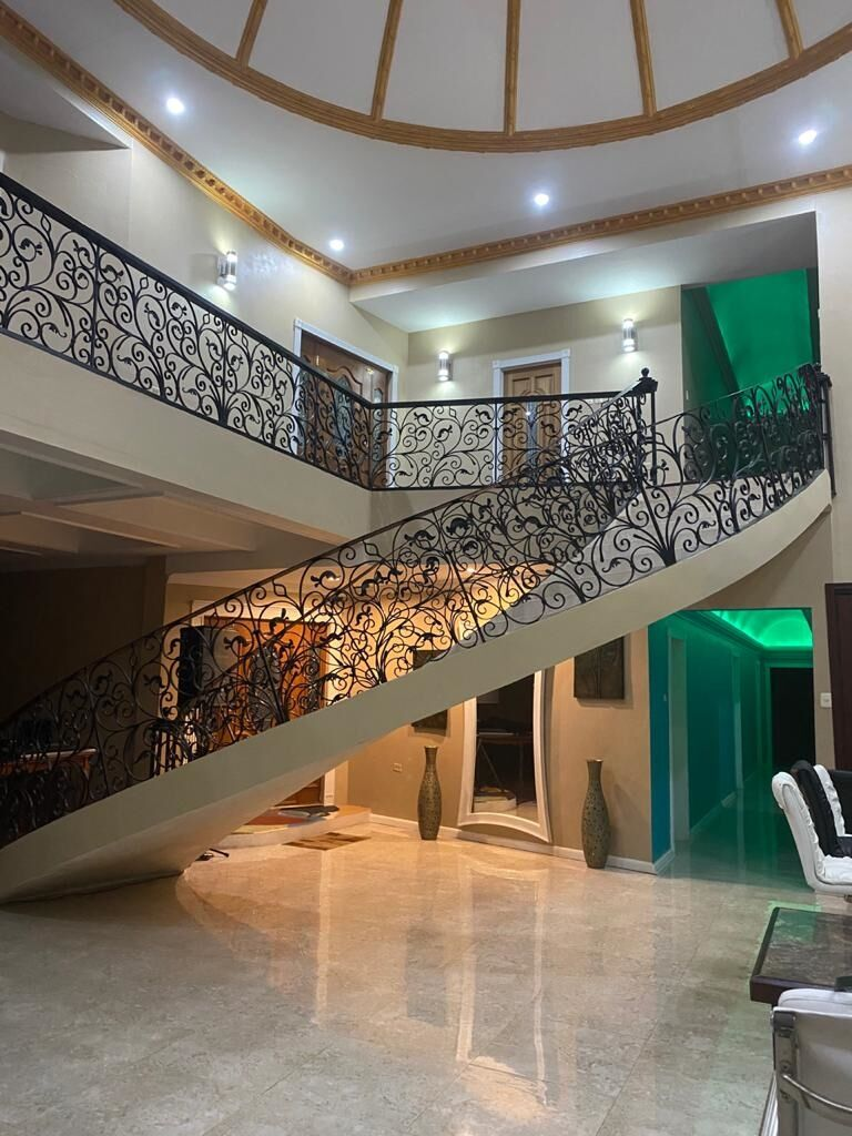 OPEN CONCEPT HOME,  EXQUISITELY CURVED INDOOR STAIRWELL,