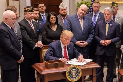 """President Trump signs executive order """"National Roadmap to Empower Veterans and End Suicide"""""""