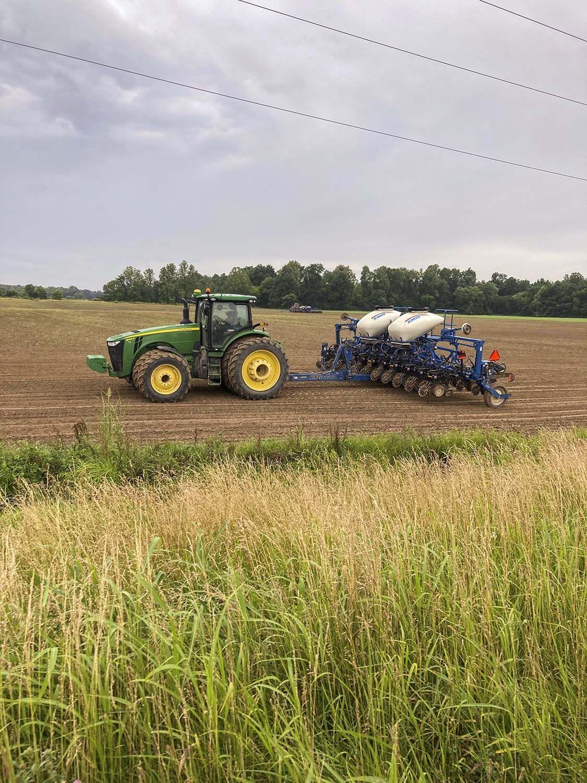 Ullin neighbors help plant soybeans for farmer diagnosed with cancer