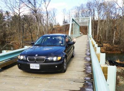 photo_ft_news_waterloo bridge first car_20210223.jpg