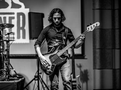 Photo_Glaspy on guitar_05_29_2019.jpeg