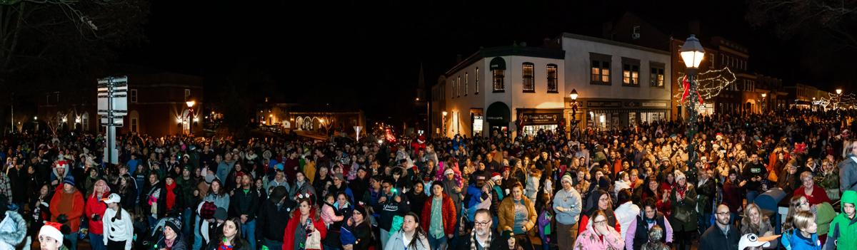 panoramic of Christmas parade crowd 2019