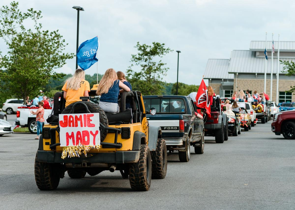photo_ft_news_FHS grad parade WARF-1_20200529.jpg