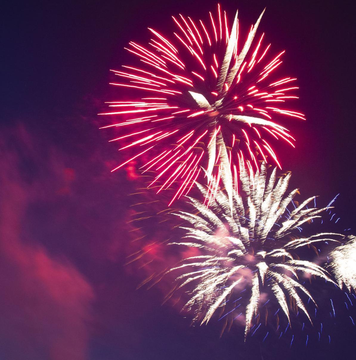 _0photo_ft_news_fireworks 15_70820.jpg