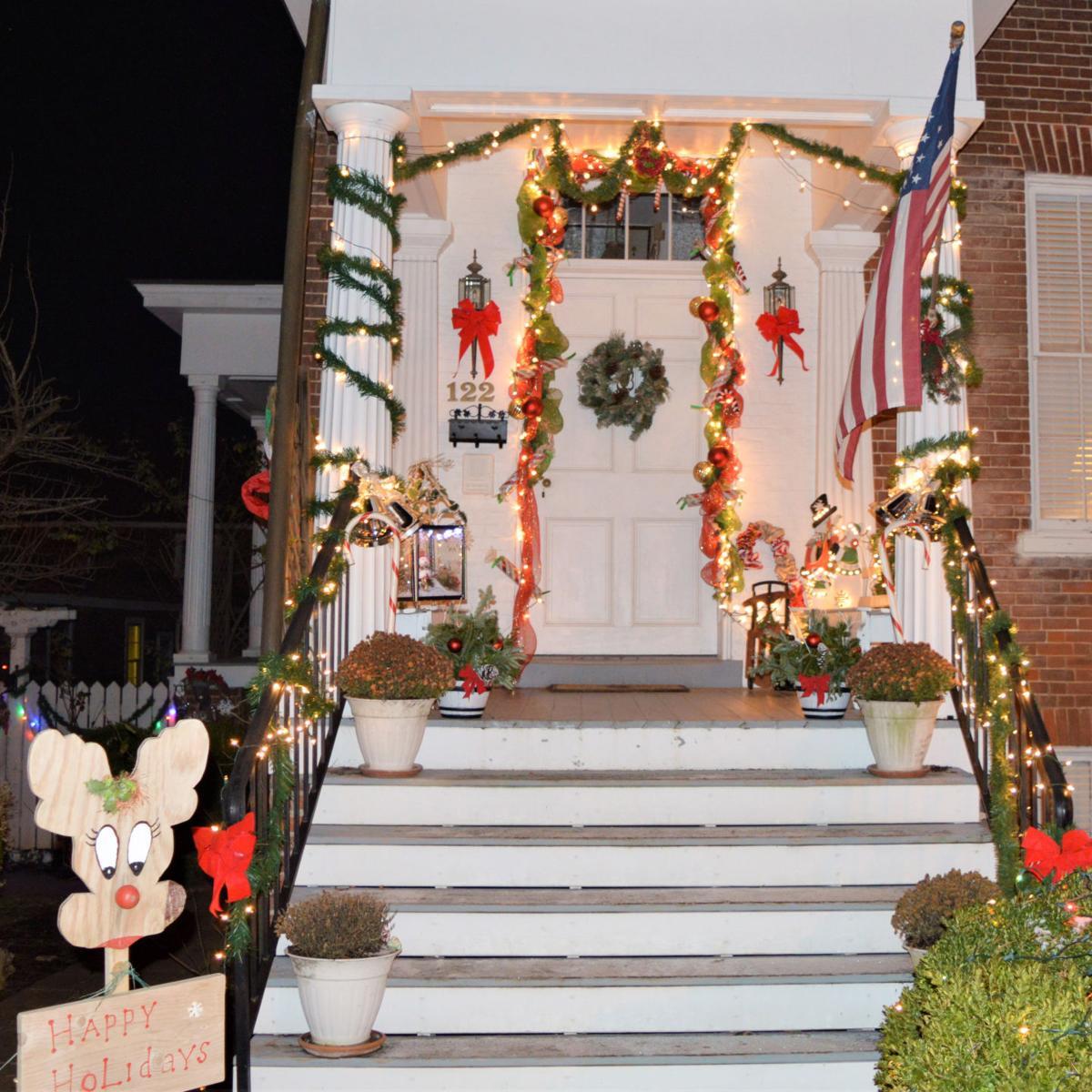 photo_ft_news_warrenton decorating_Best Holiday Spirit_1.jpg