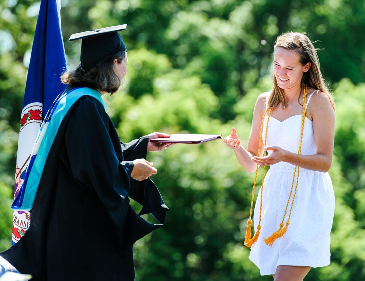 photo_ft_news_Wakefield graduation-10_20210605.jpg