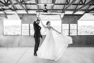 photo_ft_news_covid wedding 1_093020.jpg
